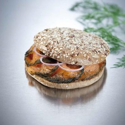 ラグジュアリーなサンドイッチを楽しめる、キャビアハウス&プルニエ/サンドイッチハウス。「バリックサーモンサンド」(2226円)など11種類を用意