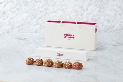 【写真を見る】シュー・ダンフェール パリの「シュークリーム6個セット(BOX入り)」(734円)。専用ボックスもおしゃれ!