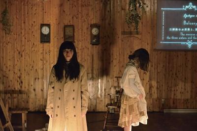 「LUMINE 0」のオープニングイベントとして、「マームとジプシー」による演劇を上映中。同じシーンを繰り返すリフレインの手法を用いた、注目の作品をGWにぜひ