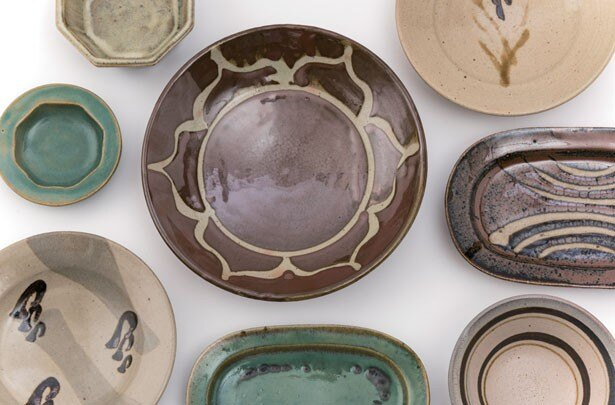 BEAMS JAPANで開催中の「濱田篤哉 陶展」。草花をモチーフにしたものなど、貴重な作品が多数展示される