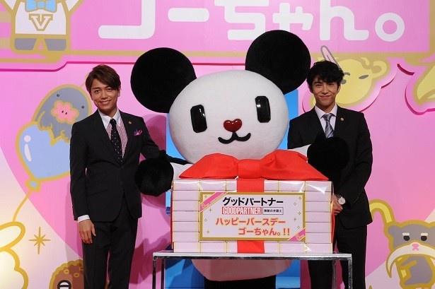 「ゴーちゃん。」5周年のお祝いに駆け付けた賀来賢人と山崎育三郎