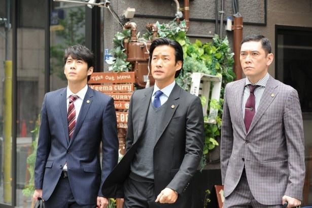 【写真を見る】咲坂(竹野内豊)らは「サンデーメディアサービス」に毅然(きぜん)とした態度で立ち向かう
