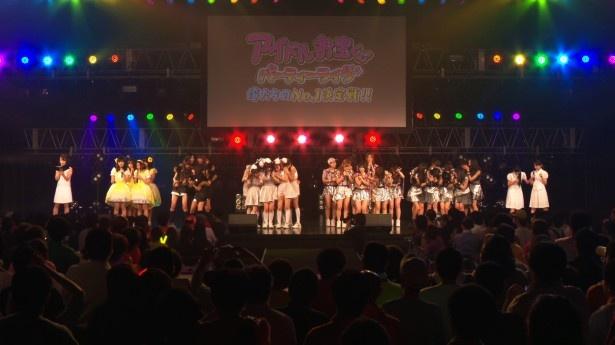 【写真を見る】運命の結果発表。優勝するアイドルグループは果たして!?