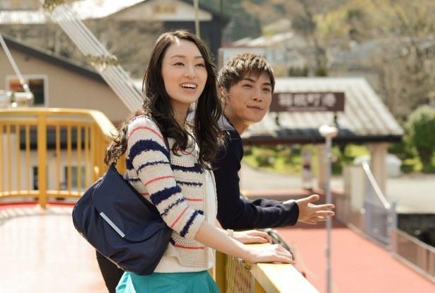 麻也子(栗山千明)は再会した野村(成宮寛貴)と不倫旅行へ