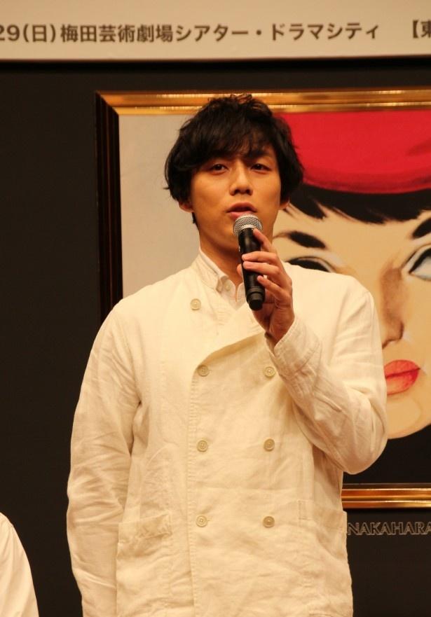 歌手を目指す青年・天沢栄次を演じる施は「目力が強い方」と中山の印象を語る