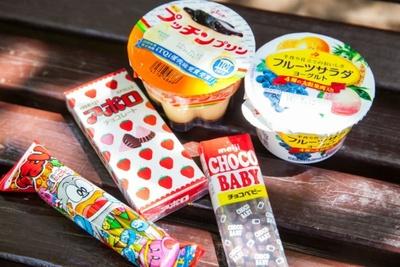 仲良し姉妹の大好きな菓子を家から持参/中村さん一家