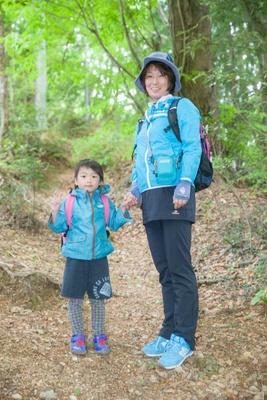 まるで親子のような小野塚和江さん(写真右)とお孫さんのゆいとくん(同左)