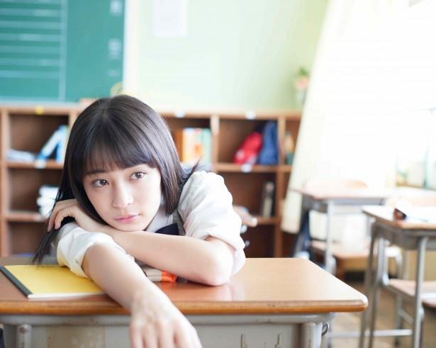 広瀬すずが出演する新CMでは、リアルな青春と恋を描く
