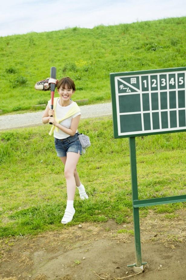 撮影は江戸川沿いの野球場で行われた