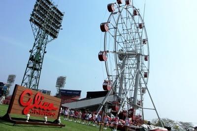 【写真を見る】日本初となるプロ野球を観戦できる観覧車は高さ約36m・最大乗車人数64人