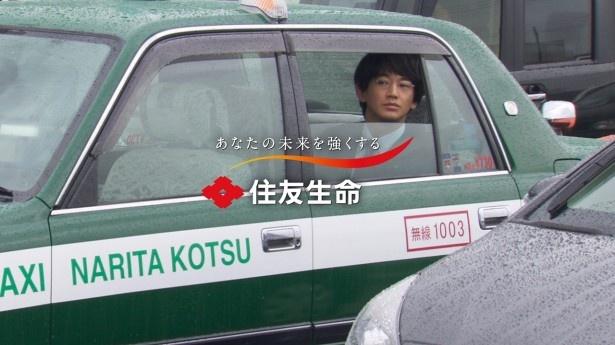 乗り込んだタクシーが渋滞にはまってしまうシーンの撮影では瑛太と中岡が談笑する姿も