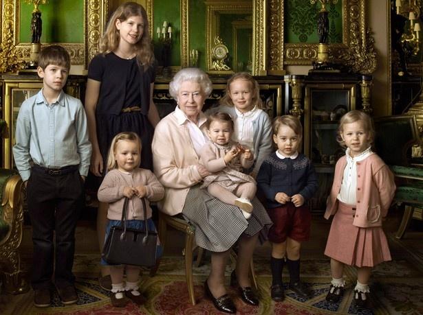 【写真を見る】「女王と激似!」と言われたエリザベス女王90歳の誕生日記念の写真