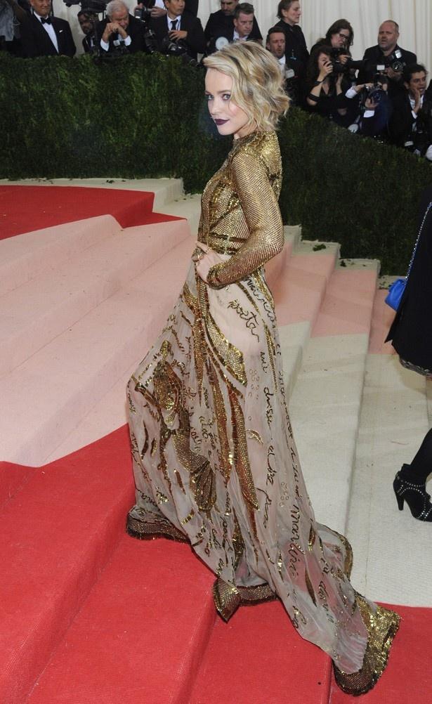 ヴァレンティノのドレスで登場したレイチェル・マクアダムス