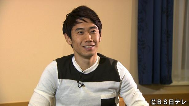 「アスリートの輝石」で、サッカーに対する思いを語る香川真司