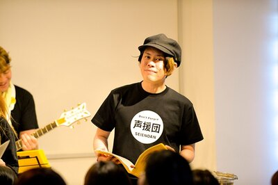並木のり子とともに声援団初参加の声優・山田真一。アニメだけでなくテレビ番組のナレーションなどでも活躍している