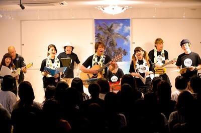 【写真を見る】熊本地震を受け、声優の井上和彦を中心とするユニット「声援団」が都内でチャリティーライブ