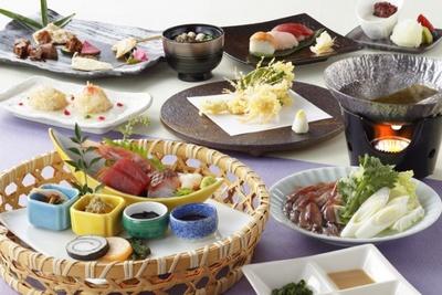 【写真を見る】料理イメージ。和食コース