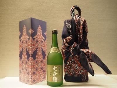 幾何学様式的の作風が美しい浅利浩也氏によるデザイン