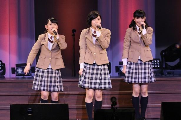 さくら学院の黒澤美澪奈、倉島颯良、岡田愛(左から)