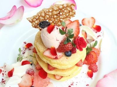 【写真を見る】「Rose Pancake」(1600円)/Deux anges