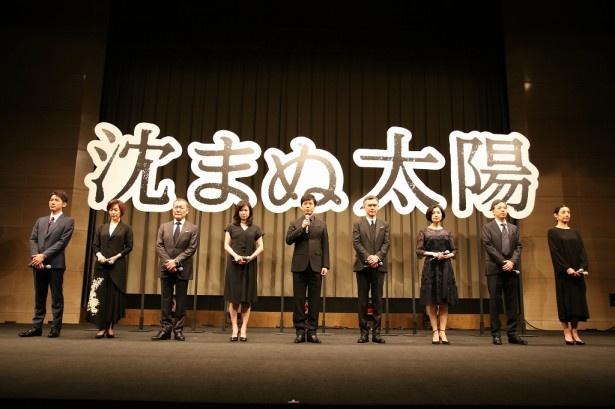 真剣な表情でドラマの見どころを語る上川隆也(写真中央)