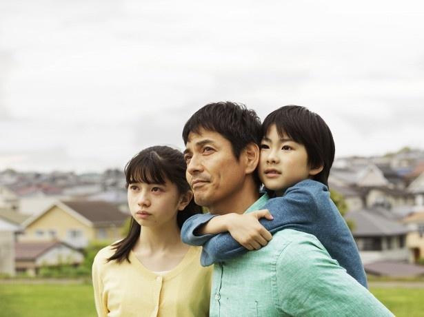 沢村一樹、桜田ひより、二宮慶多が出演する「希望ヶ丘の人びと」のワンシーン