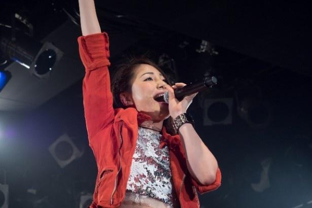 ライブは6月1日(水)リリースのニューシングル「歯をくいしばれっっ!」でスタート