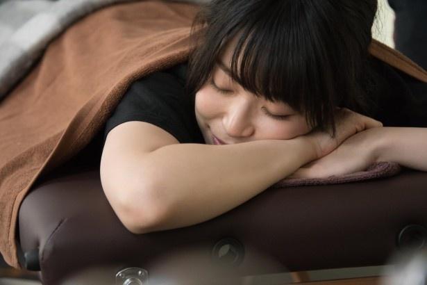 青木瑠璃子、赤坂のジムでレッツ マッスル!