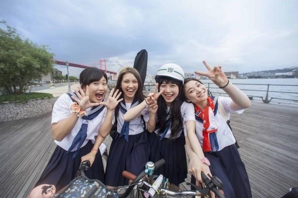 東京で行われるクリープハイプのライブを目指し、自転車で福岡から東京まで向かう女子高校生たち