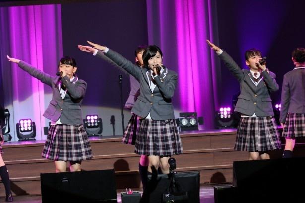 さくら学院の黒澤美澪奈、倉島颯良、山出愛子(左から)