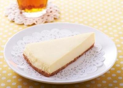 濃厚クリームチーズとレモンの爽やかな風味が堪らない!「爽やかレモンのホワイトフロマージュ」(165円)