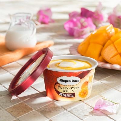 ジューシーなマンゴーソルベに、濃厚なバニラアイスクリームがマッチ!ハーゲンダッツ ミニカップ「アルフォンソマンゴー&クリーム」(希望小売価格294円)