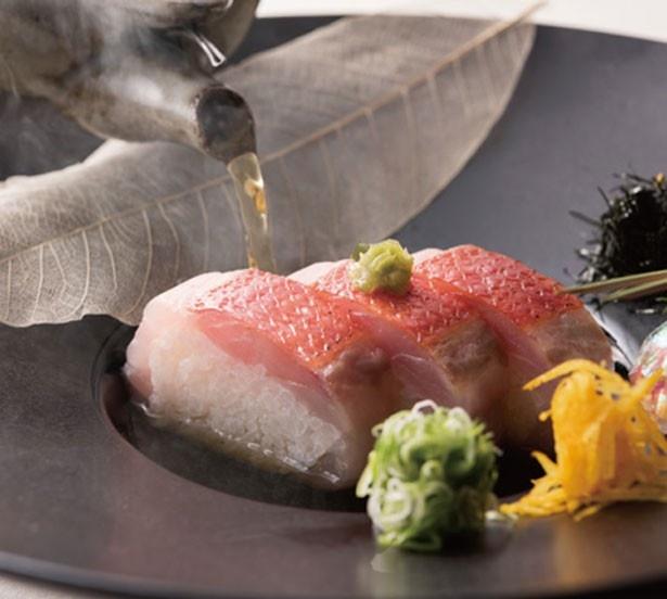 日本料理部門で最優秀賞の「炙り金目鯛棒寿司 土瓶仕立て」