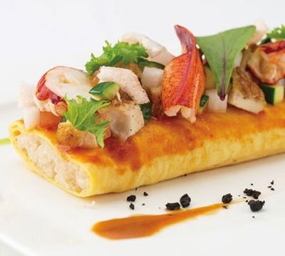 西洋料理部門で最優秀賞の「オマール海老とチキンの ナシゴレン風オムライス」