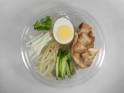 「韓国風冷麺」(498円)。牛骨や牛肉からとっただしや水キムチのおいしさが詰まったスープが本格的