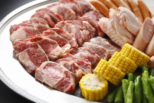 国産牛を始め、豪華な肉類が食べ放題!たっぷり味わおう