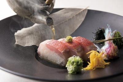 【写真を見る】日本料理最優秀賞「炙り金目鯛棒寿司」