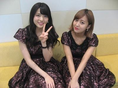 「℃-ute」の矢島舞美(左)・萩原舞(右)