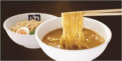 13種類のスパイスをブレンドした本格的な「カレーつけ麺」(税抜・690円)