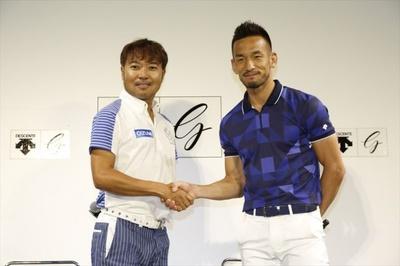 今夏、元サッカー日本代表の中田英寿氏(写真右)とプロゴルファー片山晋呉選手(左)がマッチプレーで対決