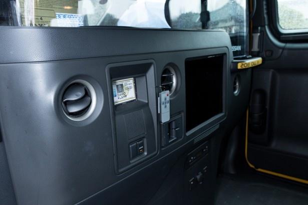 ニューヨーク仕様の室内。運転席と後部座席の間には防弾ガラスが設けられている