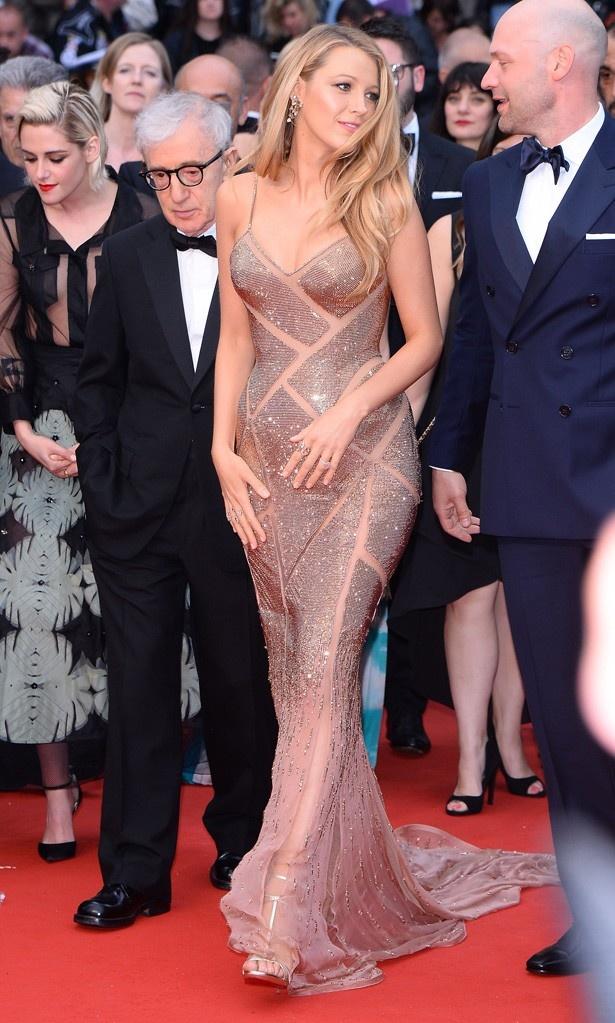 オープニングナイトではセクシーなデザインのスパンコールがあしらわれたロングドレスで「美妊婦すぎる」と話題に