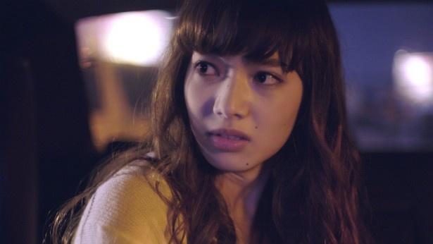 【写真を見る】小松菜奈が髪を染めてセクシーな美女役に挑戦