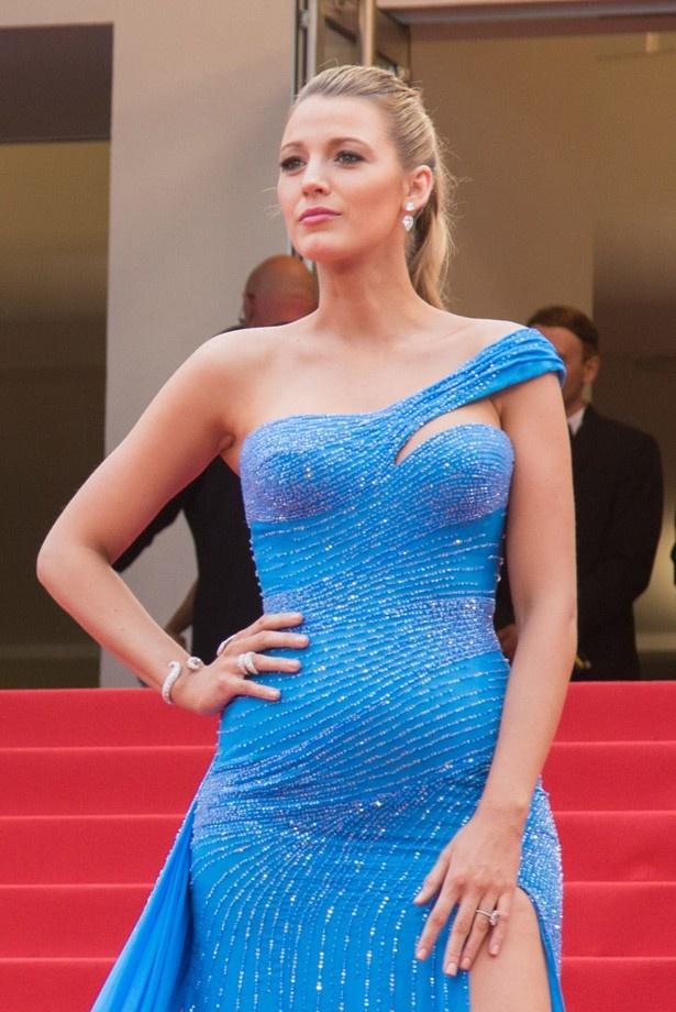 5位は美妊婦ブレイク・ライブリーのブルーのドレス