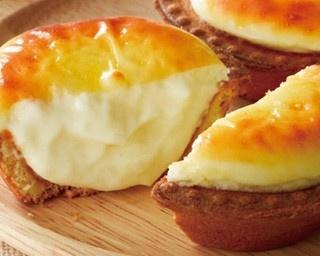 「焼きたてチーズタルト」(1個216円、6個1242円)を求め、東京や大阪などの各店では連日行列ができる