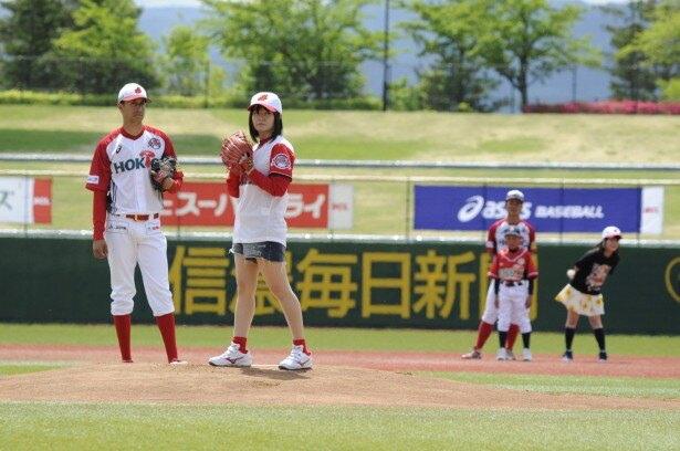 野球の女神&妖精たちが大集結! 「BPフェアリーズ」竹達彩奈、田中あいみらが始球式に登場