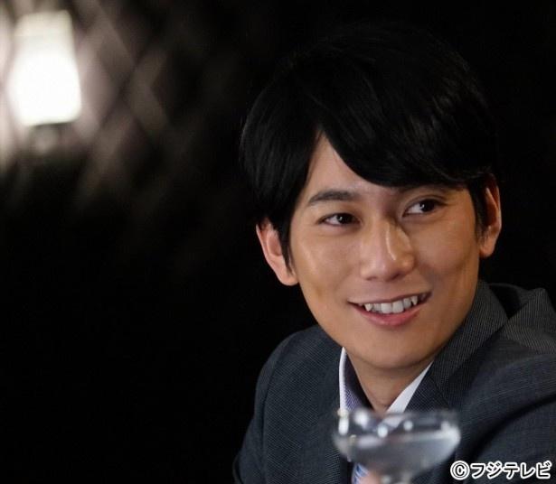 平岡祐太はミカ(貫地谷しほり)と偶然の再会を果たす、学生時代の先輩役で登場