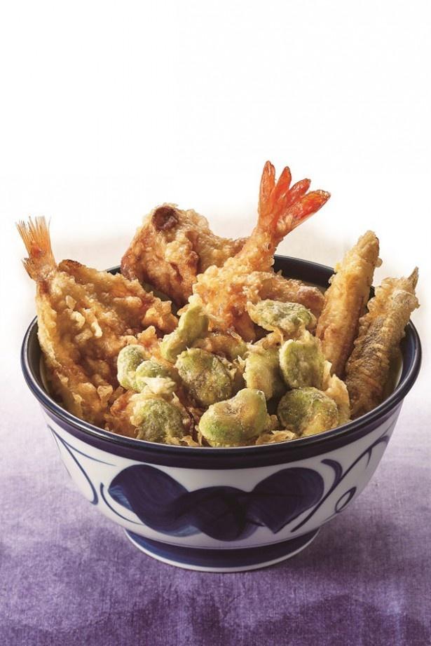 脂がのったノドグロとソラ豆、エビの天ぷらが一杯で味わえる「のどぐろと空豆の天丼」(830円)