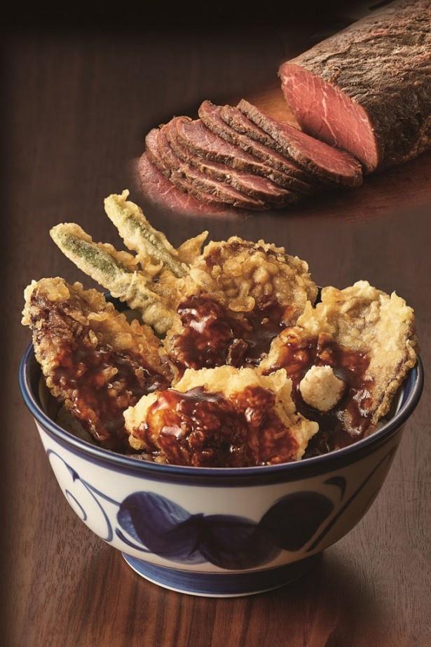 【写真を見る】てんや初登場の食材が天丼に!ローストビーフ&ポテサラの天ぷらがのった「てんや風ローストビーフ天丼」(780円)
