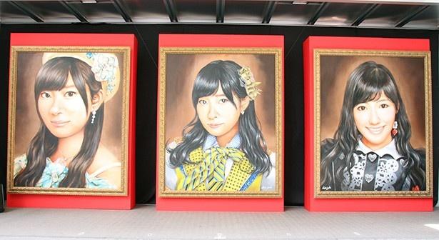 '13年と'15年に1位となった指原莉乃、'14年に1位となった渡辺麻友の肖像画(写真左から)。これらもミュージアム内に展示される